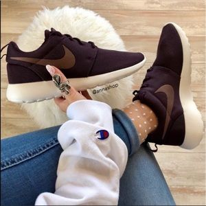 NWT Nike Roshe One Port wine